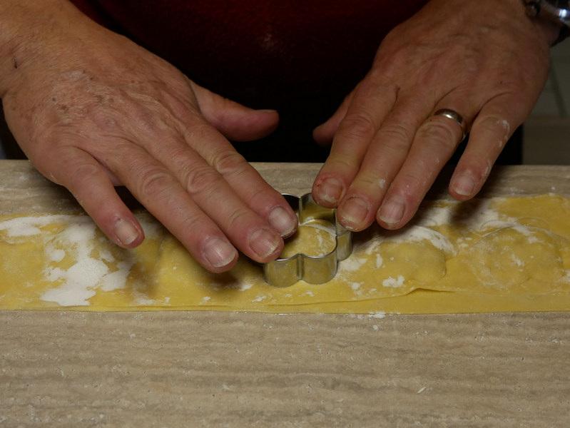 fabrication des ravioles Le Bocage chambres et table d'hôtes Aisne entre La Capelle et Vervins picardie, Guise, Hirson 02